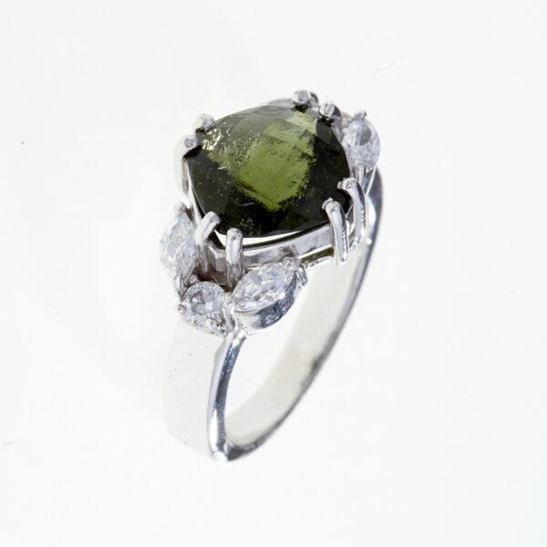 Prsten s vltavíny