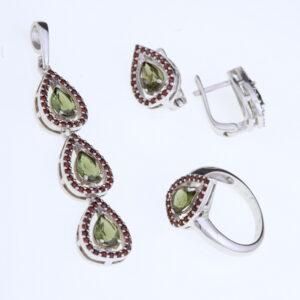 Sada šperků s vltavínem a granáty - náúšnice, prsten, přívěšek
